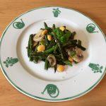 Gemüsepfanne mit Spargeln, Champignons und Lupinen